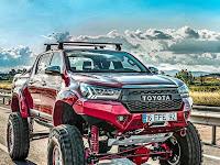 Modifikasi Toyota Hilux Warna Merah Offroad