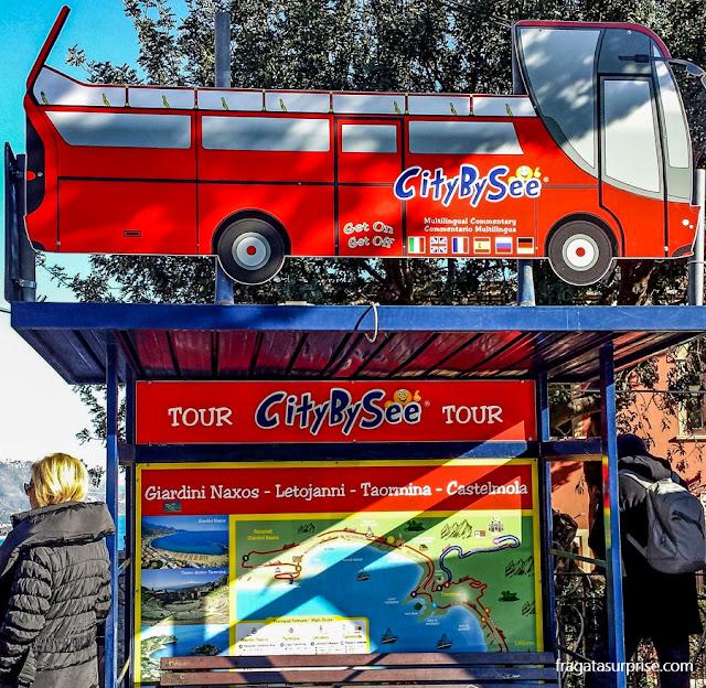 Taormina, Sicília, ônibus turístico hop-on hop-off