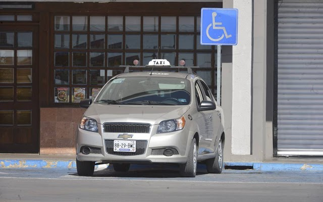 Multan a cafres del volante por ocupar espacios frente a Hospitales ¡