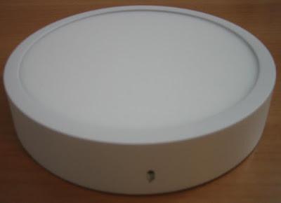 http://bombillasdebajoconsumo.blogspot.com.es/2019/08/plafon-led-de-superficie-ledbox-slim.html