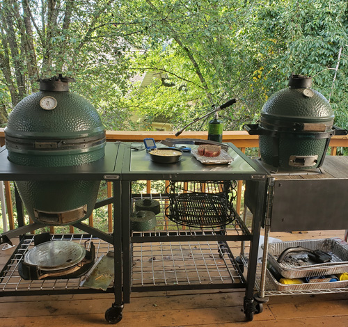Large Big Green Egg in a Modular Nest and a Mini-Max