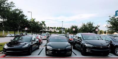 Tesla merupakan perusahaan otomotif asal Amerika yang khusus membuat mobil listrik 26 Fakta Menarik Tentang Mobil Tesla Yang Belum Banyak Diketahui Banyak Orang