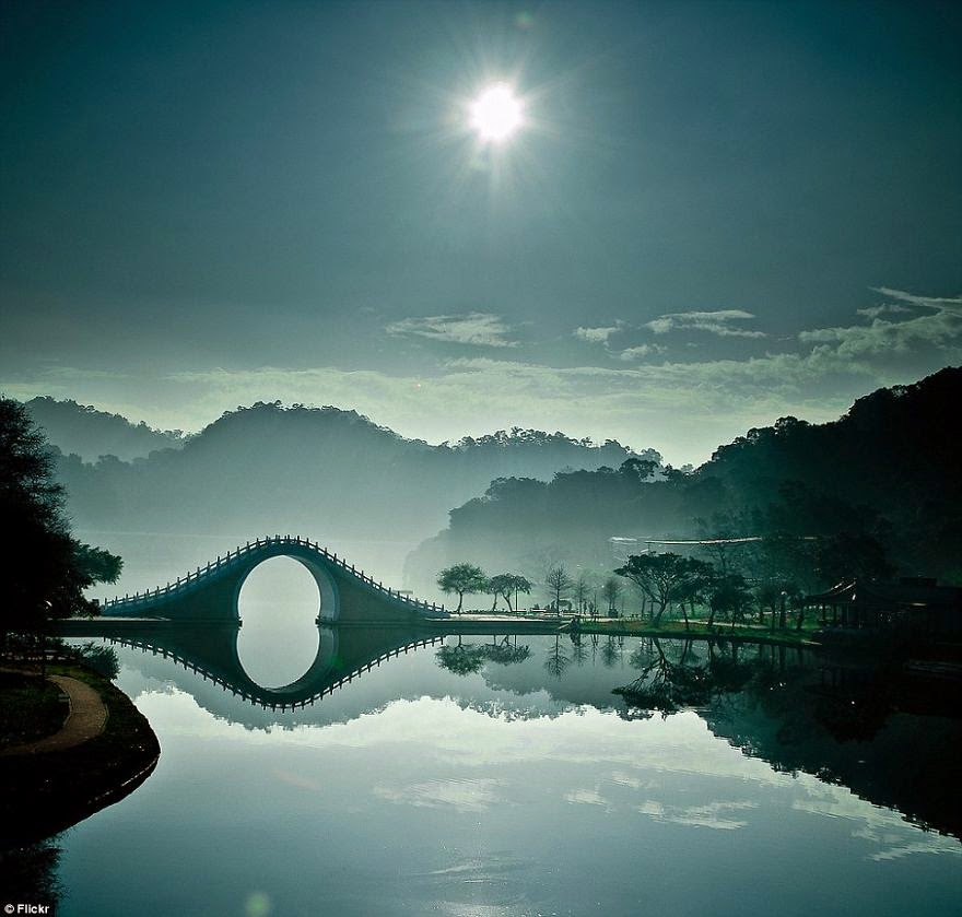 Moon Bridge in Taipei, Taiwan - 20 Mystical Bridges That Will Take You To Another World