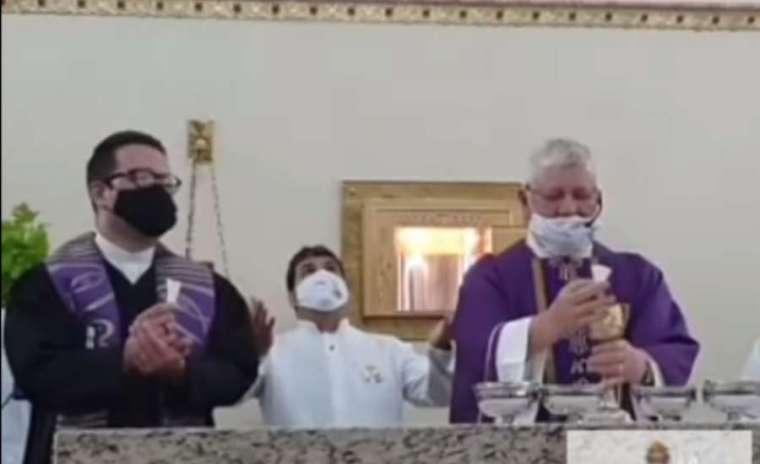 Rayakan Misa dengan Pendeta Protestan, Seorang Pastor Dicopot