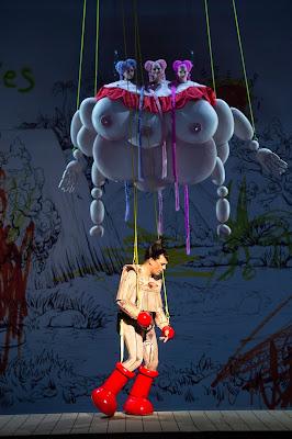 Mozart: Die Zauberflöte - Julian Prégardien (Tamino), im Hintergrund: Adriane Queiroz (Erste Dame), Cristina Damian (Zweite Dame), Anja Schlosser (Dritte Dame)  - Staatsoper Berlin (Photo Monika Rittershaus)