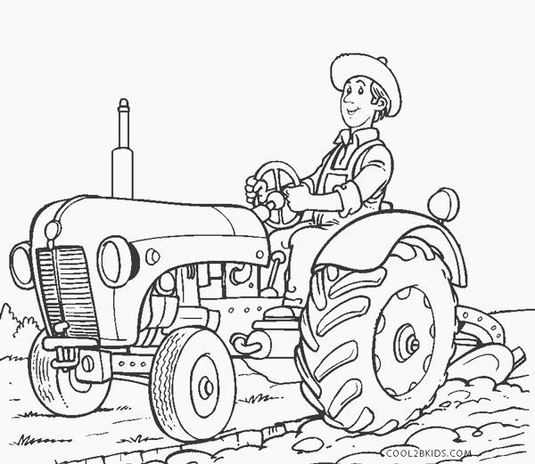 Hombre con tractor para labrar el campo