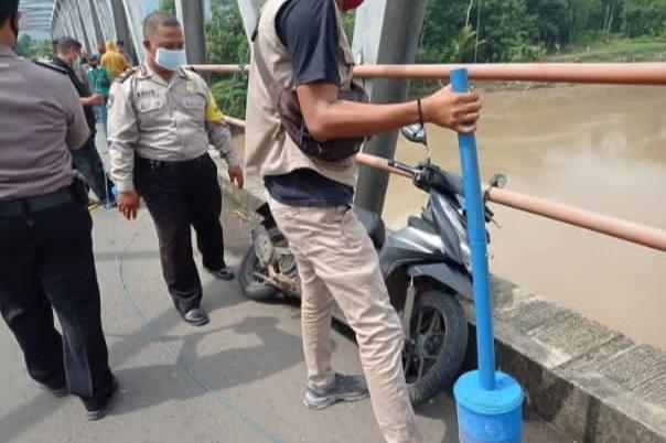 Warga Banyumas Terjun Dari Atas Jembatan, Akhirnya Tenggelam di Sungai Serayu