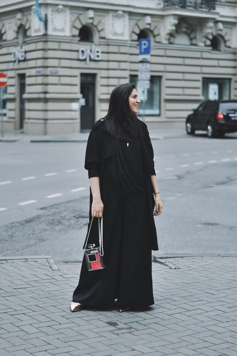 all black | viss melns