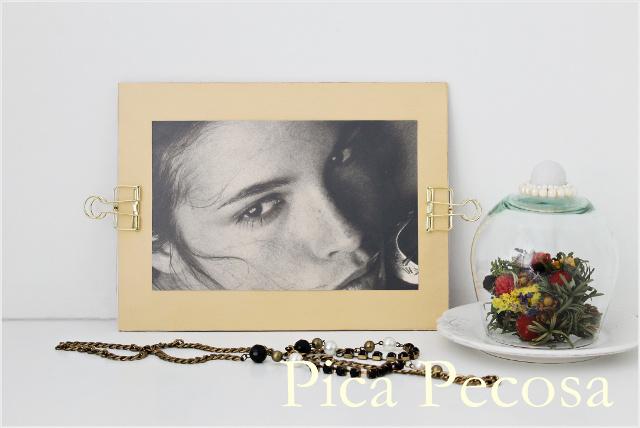 marco-hecho-tabla-chalk-paint-hoja-acetato-pinzas-metal-papeleria