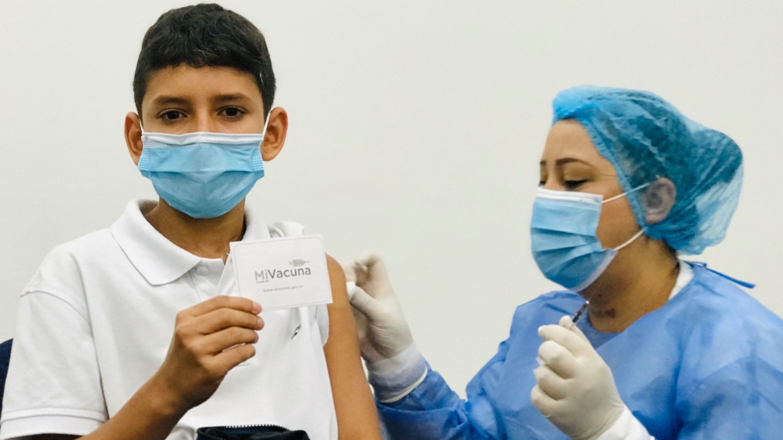 Reanudan la vacunación contra Covid 19 para mayores de 18 años