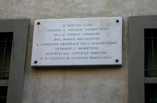 The plaque outside Cattaneo's headquarters in Via Bigli
