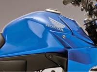 Honda CB110: Tanque