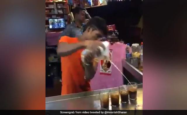 चाय वाले ने गजब अंदाज में बनाई कोल्ड कॉफी, IAS बोला- 'कभी नहीं देखी ऐसे बनते हुए...' - देखें Viral Video
