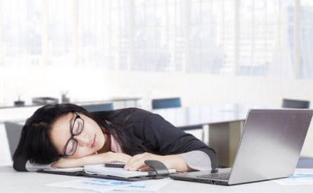 Manfaat dan Keuntungan Tidur Setelah Makan Siang di Tempat Kerja