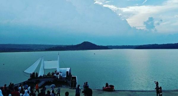 Wisata di Cirebon yang hits Danau Setu Patok