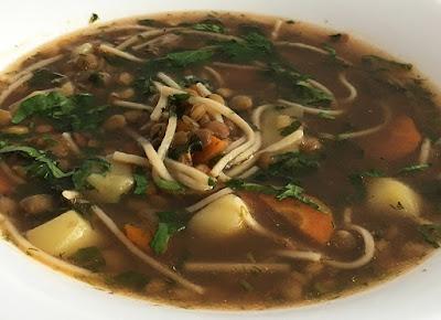 Zupa warzywna z soczewicy i makaronu