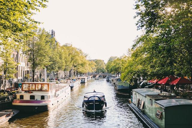 boat tour canali Amsterdam