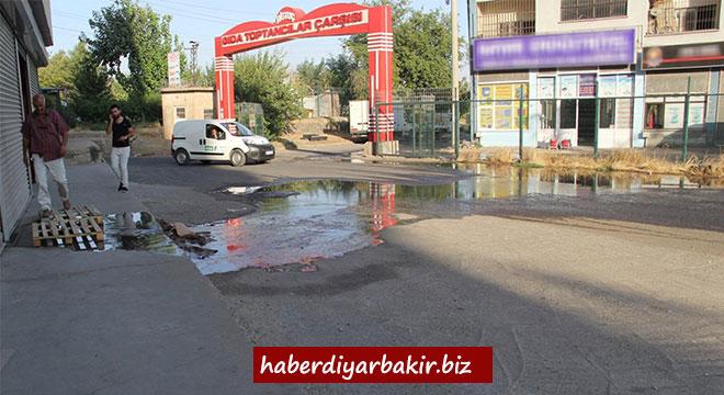 Kanalizasyon suyu Diyarbakır Gıda Toptancılar Sitesi esnafını canından bezdirdi
