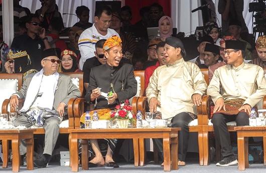 Survei Median : Elektabilitas Jokowi-Ma'ruf 47,7%, Prabowo-Sandi 35,5%