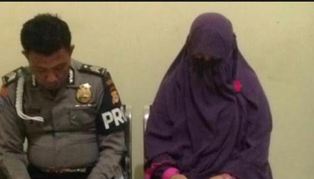 Pak Haji Ceraikan Istri Bercadar Karena Tertangkap Basah Sedang Hoho-Hihi Dengan Polisi