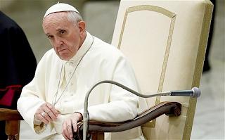 Τα πόδια 12 κρατουμένων έπλυνε και φίλησε ο πάπας Φραγκίσκος - ΒΙΝΤΕΟ