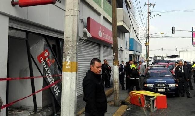 Roban dos cajeros de banco de nezahualc yotl uno qued en for Cajeros automaticos banco santander