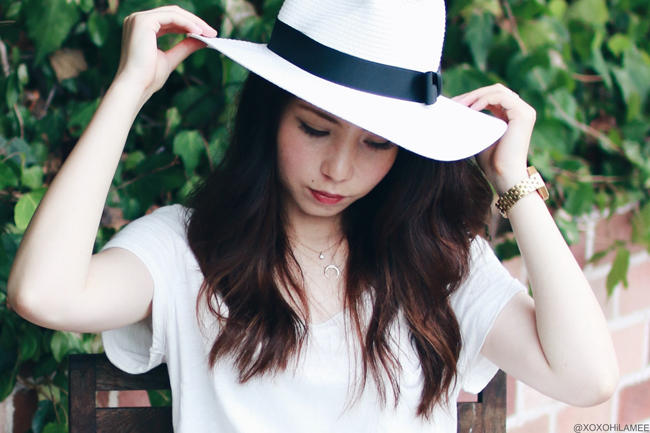 ファッションブロガー日本人、今日のコーデ、INDEXホワイトTシャツ、Shein-花型かぎ編みレーススカート、ビルケンシュトック-サンダル、NIXON-腕時計、ホワイト中折れハット、Forever21-指輪、カジュアルシックコーデ
