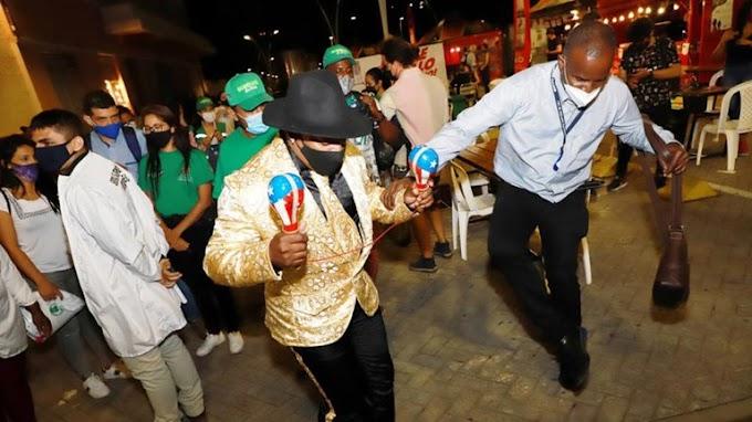 Bailando Salsa en Colombia con TapaBoca y Na' Ma' aaaaa!