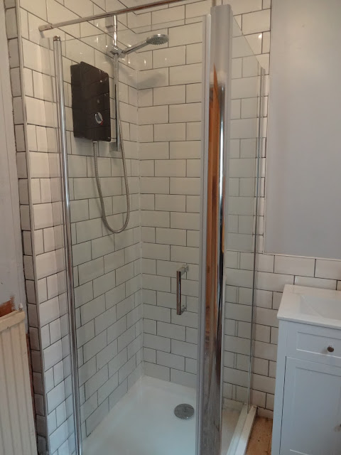 Wickes Hydro Touch Electric Shower in Enclosure
