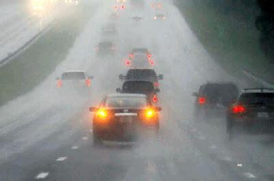 Lampu Hazard Saat Hujan Tidak Boleh