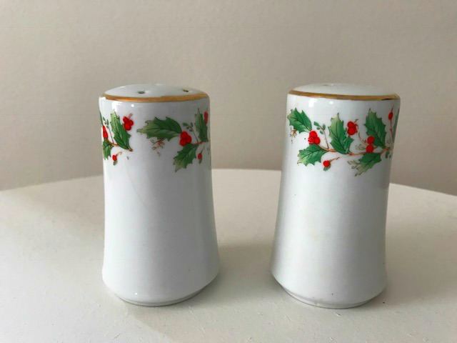 Noel by China Pearl 1991 Holly and Berries Salt and Pepper Shaker Set gold rim