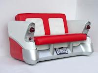 sillon hecho con parte de un automovil blanco y rojo