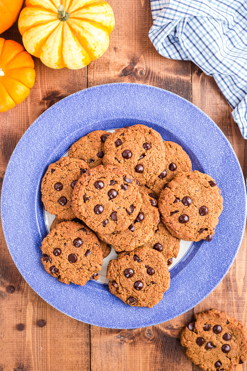 These pumpkin chocolate chip cookies are full of yummy fall spice and the perfect way to indulge in a gluten-free, low carb, keto pumpkin treat! #keto #lowcarb #glutenfree #grainfree #pumpkin #chocolate #chip #cookies #recipe