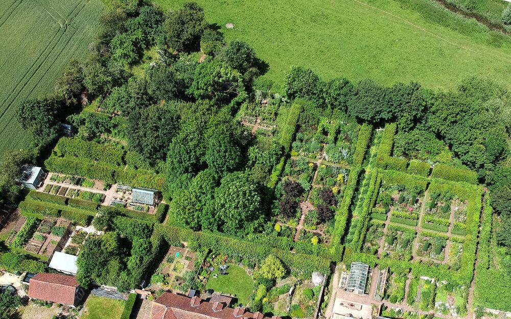 Vista aérea de Longmeadow, el jardín de Monty Don