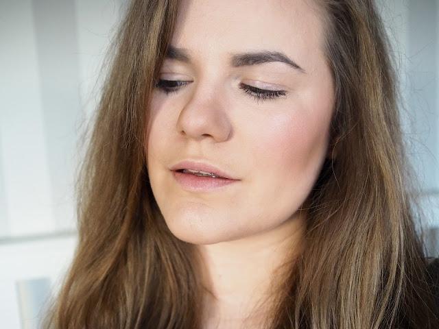 Crown Brush makeup
