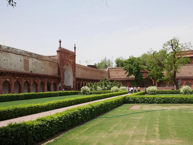 Taman di Agra Fort