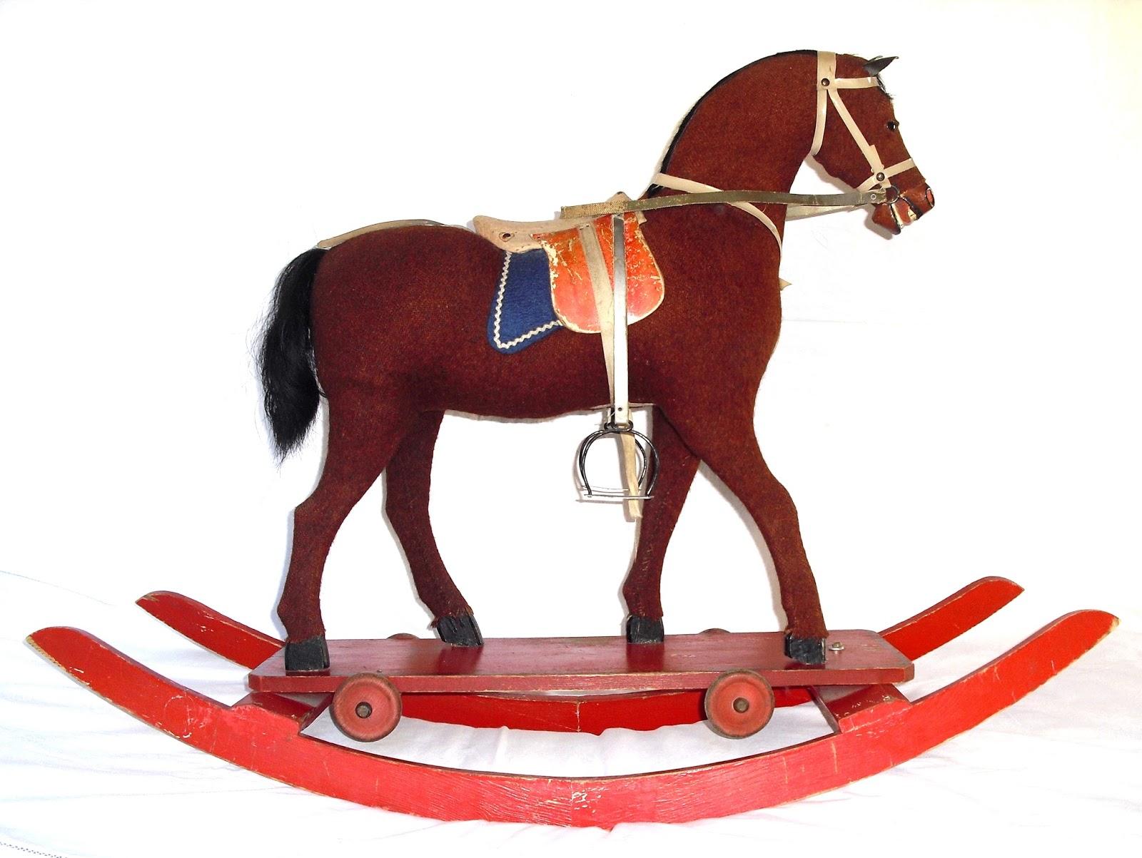 Cavallo A Dondolo Con Ruote.Rare Tracce Cavallo A Dondolo