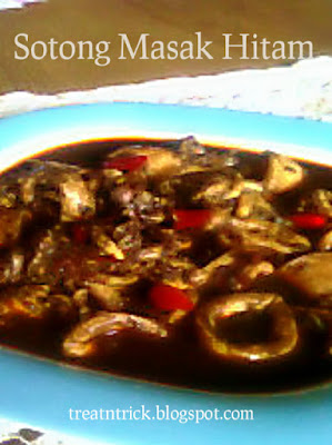 Sotong Masak Hitam (squid in black ink) Recipe @ treatntrick.blogspot.com