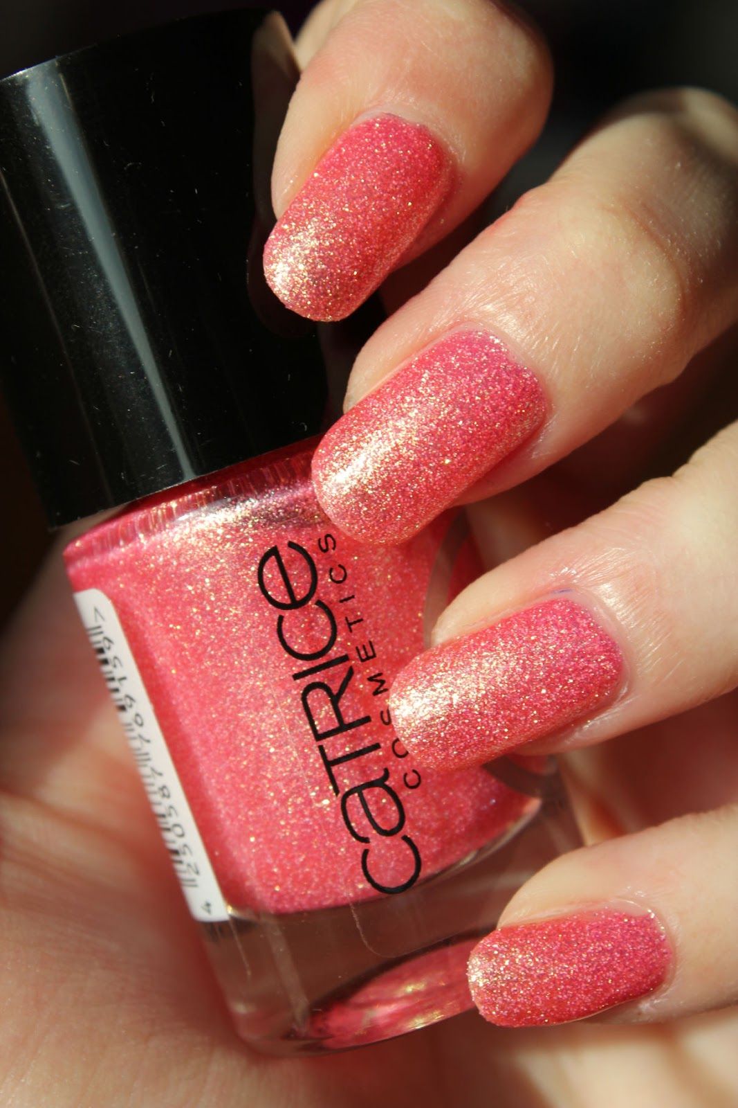 http://lacquediction.blogspot.de/2014/01/catrice-crushed-crystals-06-call-me.html