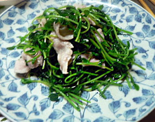 豆苗と豚バラのごま油炒め