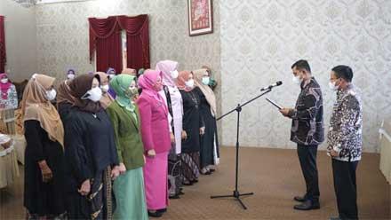 Wabup Kukuhkan Pengurus GOW Kabupaten Solok Masa Bakti 2021-2024