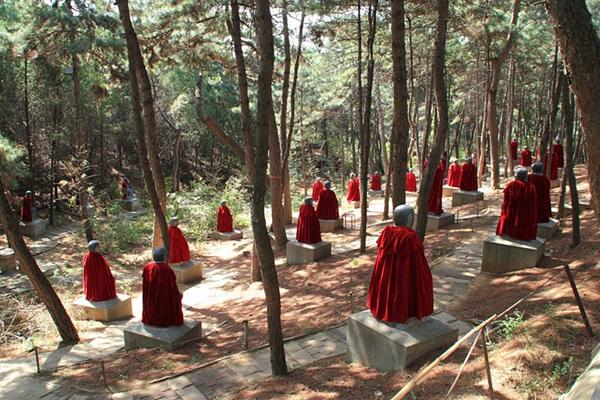 วัดหงหลัว (Hongluo Temple: 红螺寺)