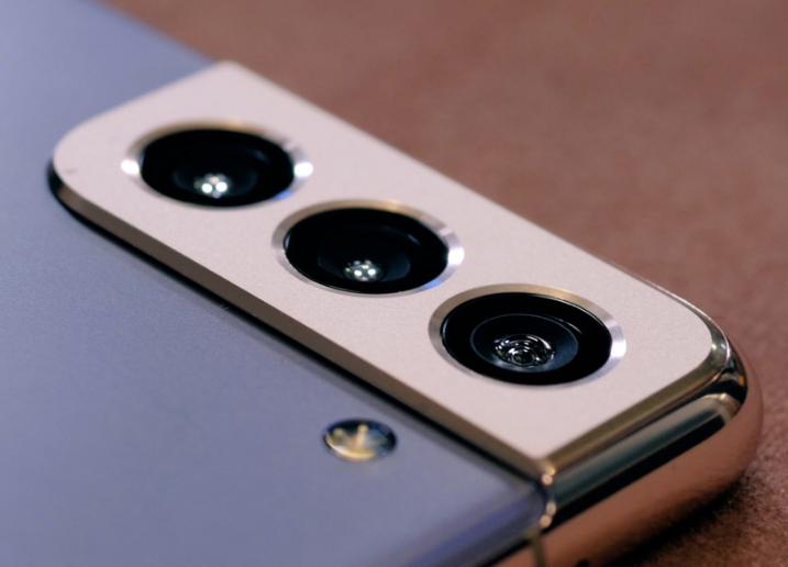 مقارنة بين Samsung Galaxy S21 و S21 +