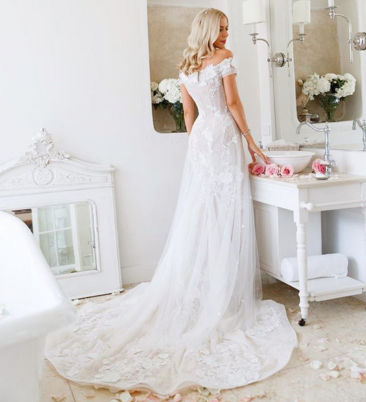 http://www.lush-fab-glam.com/2018/01/dreamy-floral-and-vintage-wedding.html