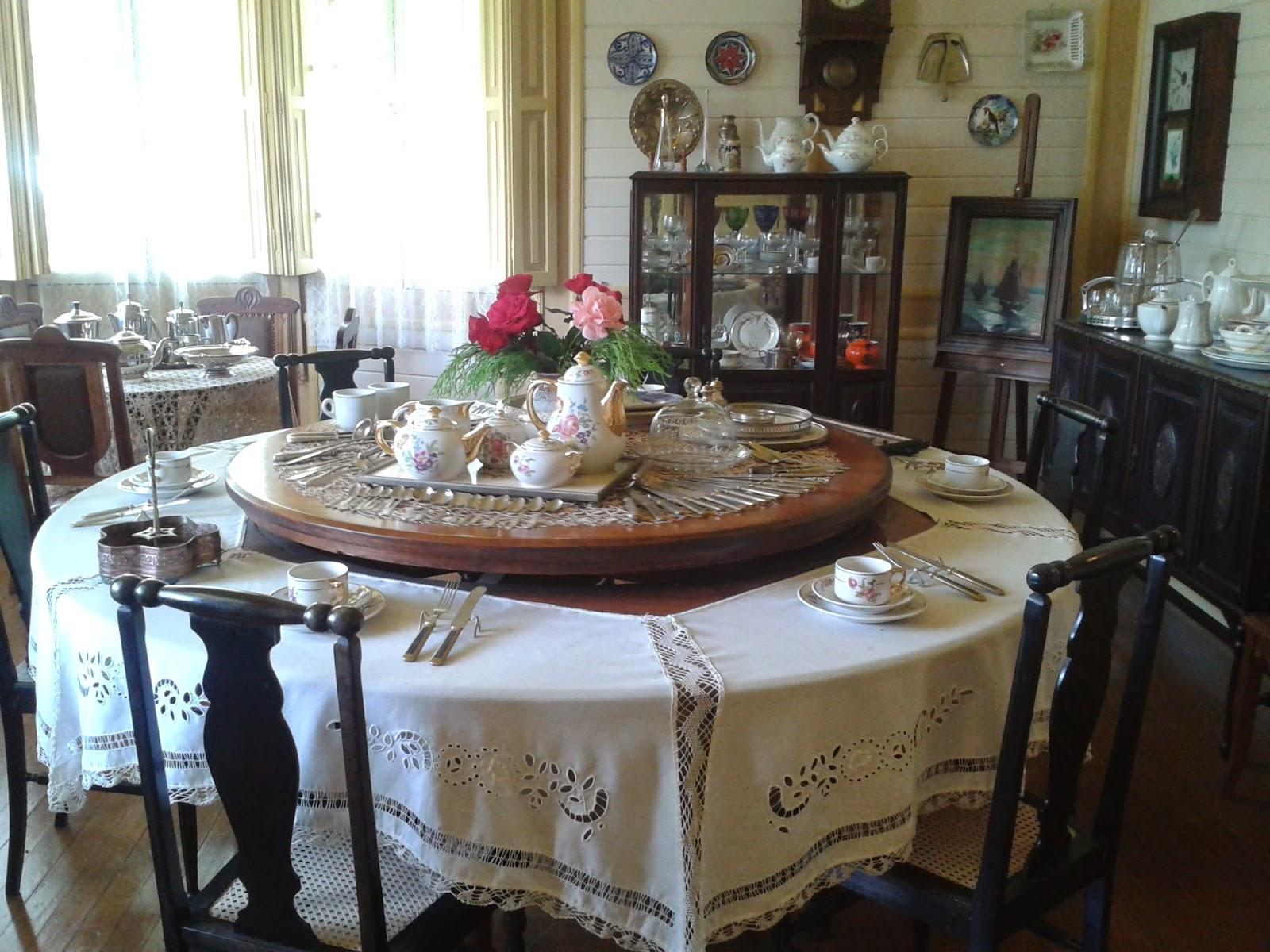 castelinho familia franzen canela mesa giratoria
