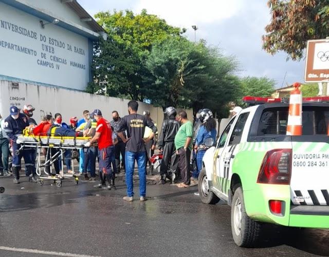 Acidente de trânsito no Cruzamento entre as rua José Rocha e Orlando Castro.