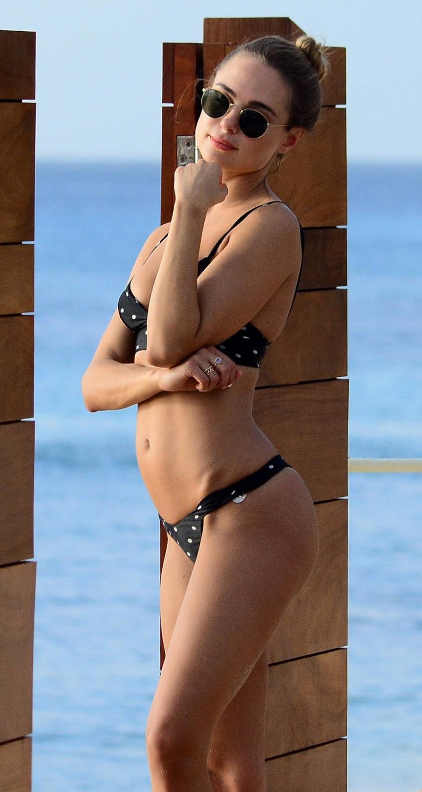 Kimberley Garner Hot Body Wearing a bikini