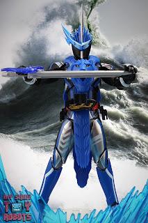 S.H. Figuarts Kamen Rider Blades Lion Senki 02