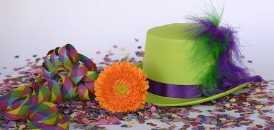 Sombrero, serpentinas y confetti de animador