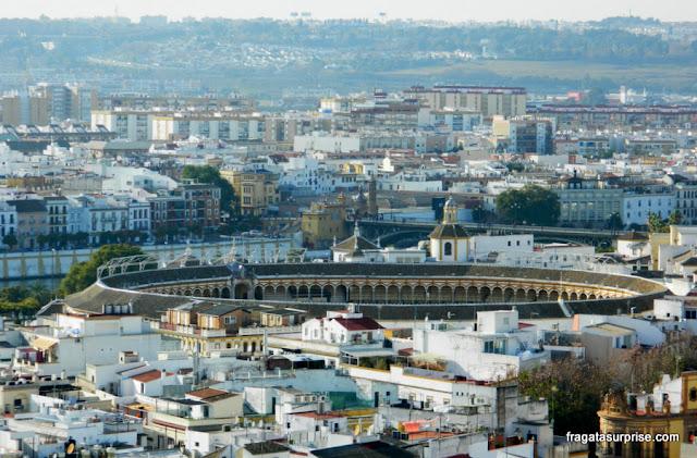 A Arena de Touros de La Maestranza de Sevilha vista do alto da Torre de la Giralda